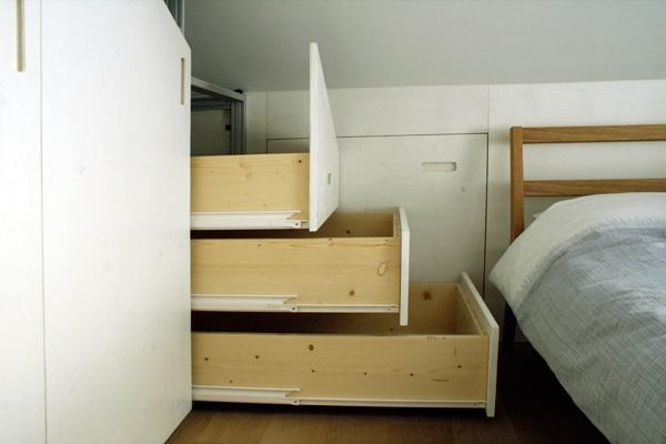 armadio mansarda cassetti