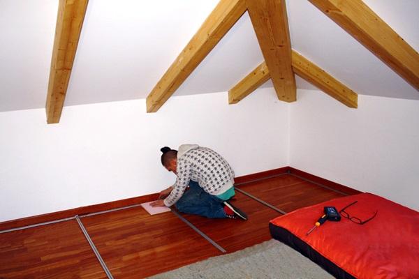 Armadi Mansarda installati perpendicolarmente al colmo del tetto.