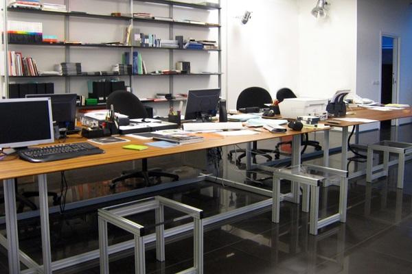 libreria-13,-tavoli-studio-teak,-sgabelli-metacrilato