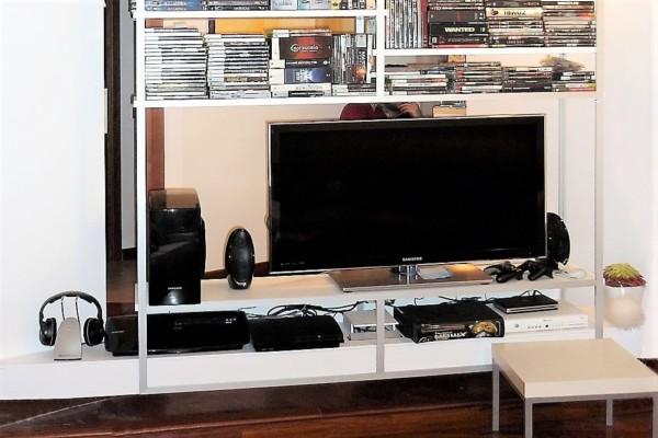 Leggera Leaving con porta Tv e accessori