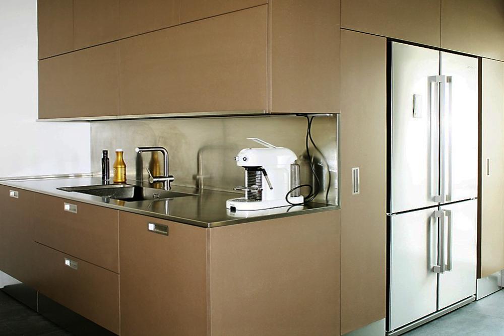 Cucina su misura, blocco con frigorifero free standing
