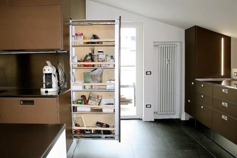 cucina su misura, l'ambiente maggiormente frequentato della casa con un tempo di permanenza lungo.