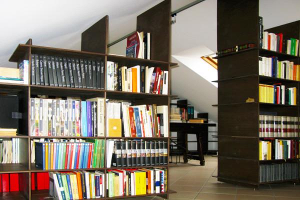 Biblioteca in mansarda, librerie Crociata Marcaclac