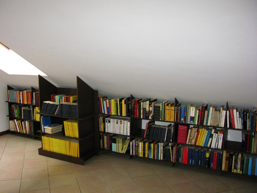 """Marcaclac mobili Evoluti Libreria """"Crociata""""in una mansarda molto ..."""