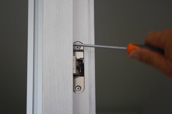 fissaggio cerniera porta