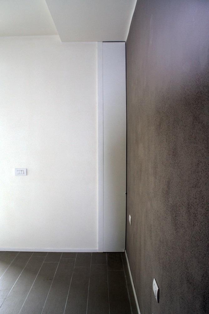 Camera matrimoniale, Anta chiusura di una piccola nicchia.