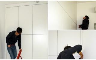 Claretta monta le fasce di chiusura dell'armadio