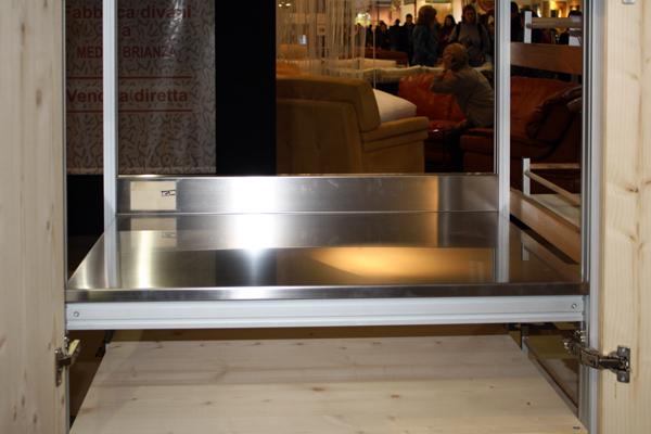 cucina-sostenibile-Marcaclac con piano in acciaio