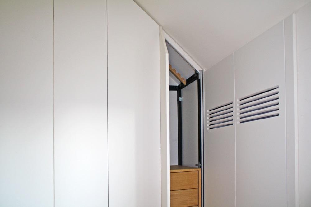 Armadio mansarda porte scorrevoli e soffietto per armadio - Cabine armadio in mansarda ...