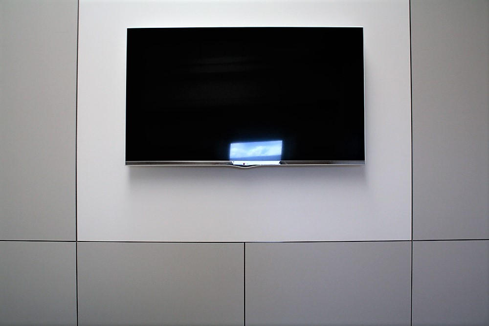 parete di suddivisione con monitor