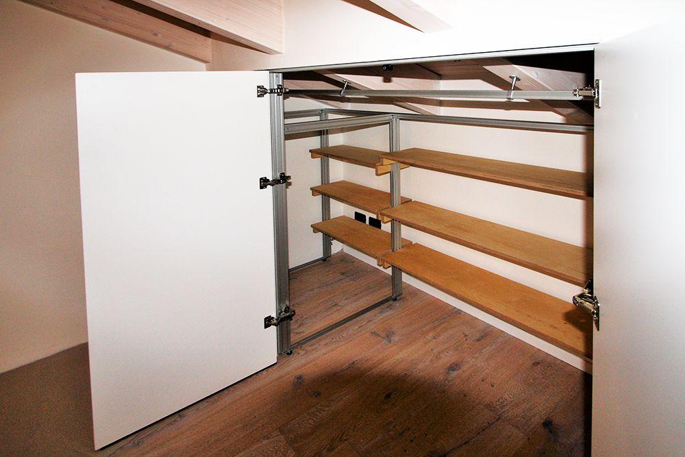 armadio-interno con ripiani posteriori