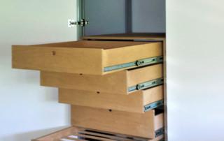 armadio-mansarda bianco- cassettiera e portapantaloni