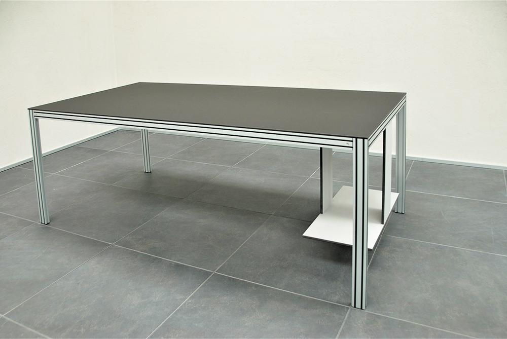 Tavolo scrivania su misura con porta pc fabbricato con materiali senza formaldeide