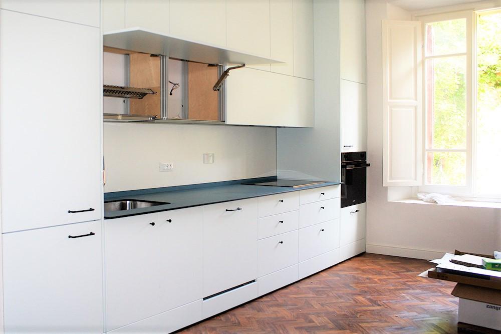 Cucina su misura Marcaclac- pensili apertura vasistas