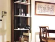 Libreria leggera sospesa a soffitto