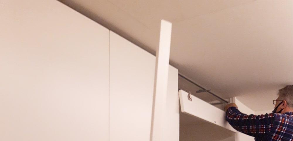 Armadio con stipetto sopra porta